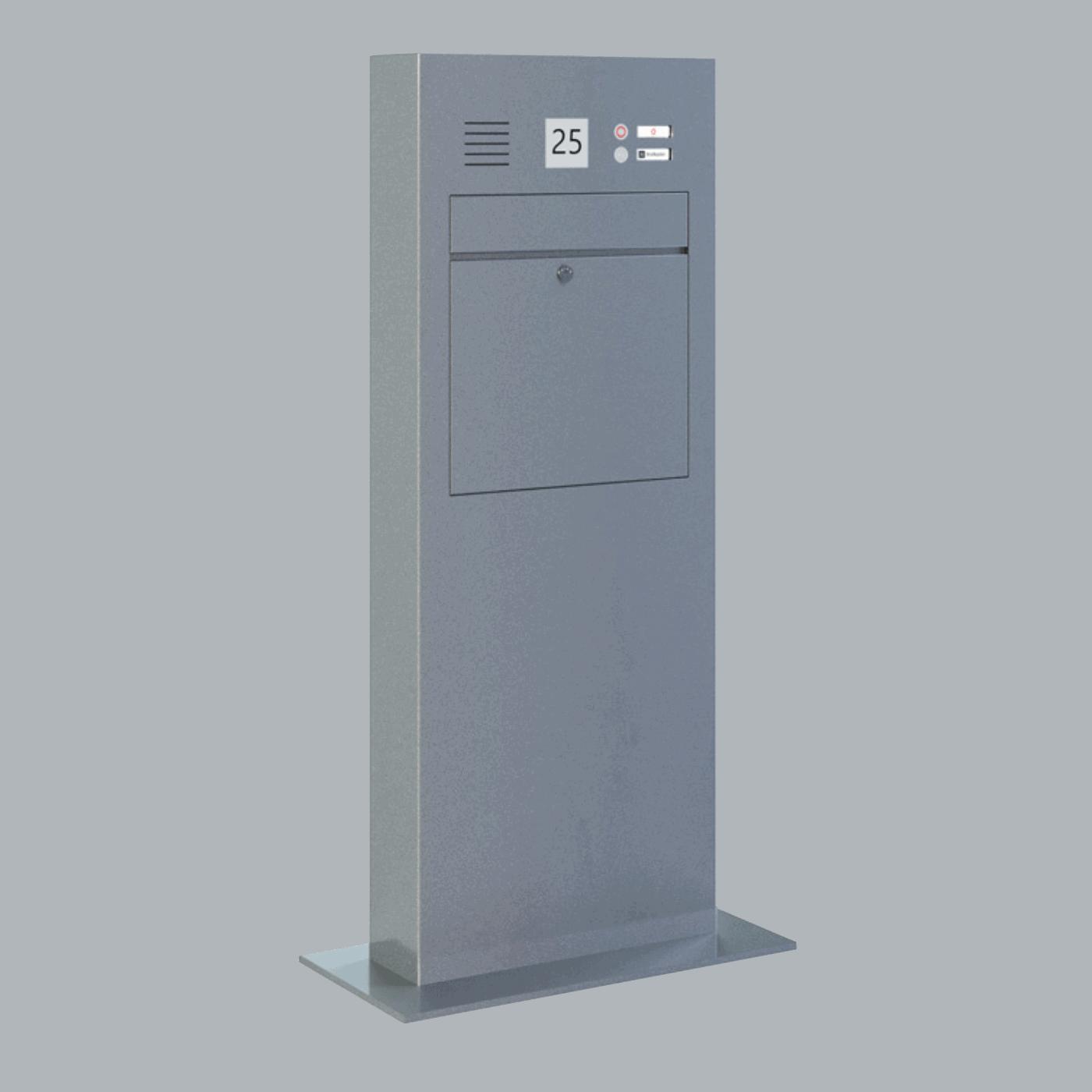 Stele mit Briefkasten und Hausnummer